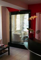 Водопады по стеклу — это возможность созерцать воду каждый день