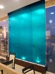 Водопады по стеклу  — это прекрасный элемент для интерьера